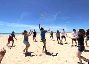 Olimpiadas en la playa, actividad de team building de Creativando